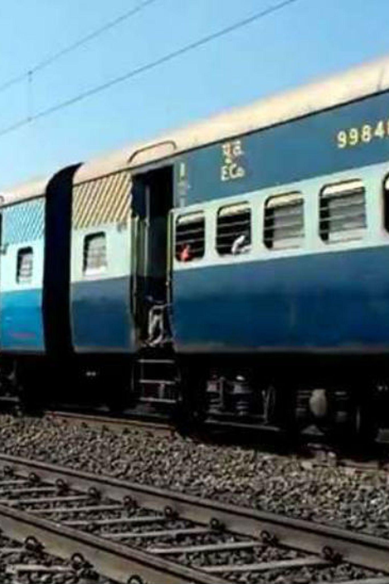 उज्जैन: ट्रेन में फांसी के फंदे से लटका मिला बुजुर्ग का शव, जांच में जुटी पुलिस