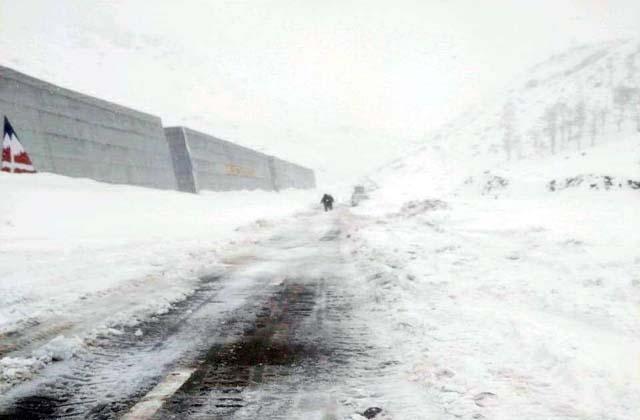 हिमाचल प्रदेश में बर्फीला तूफ़ान, तीन ट्रैकर्स की मौत