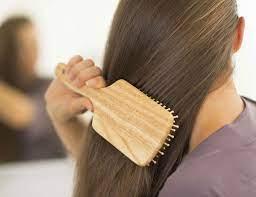 लंबे समय तक बालों को रखना चाहतीं हैं अच्छा तो गीले बालों में इन बातों का रखें ध्यान