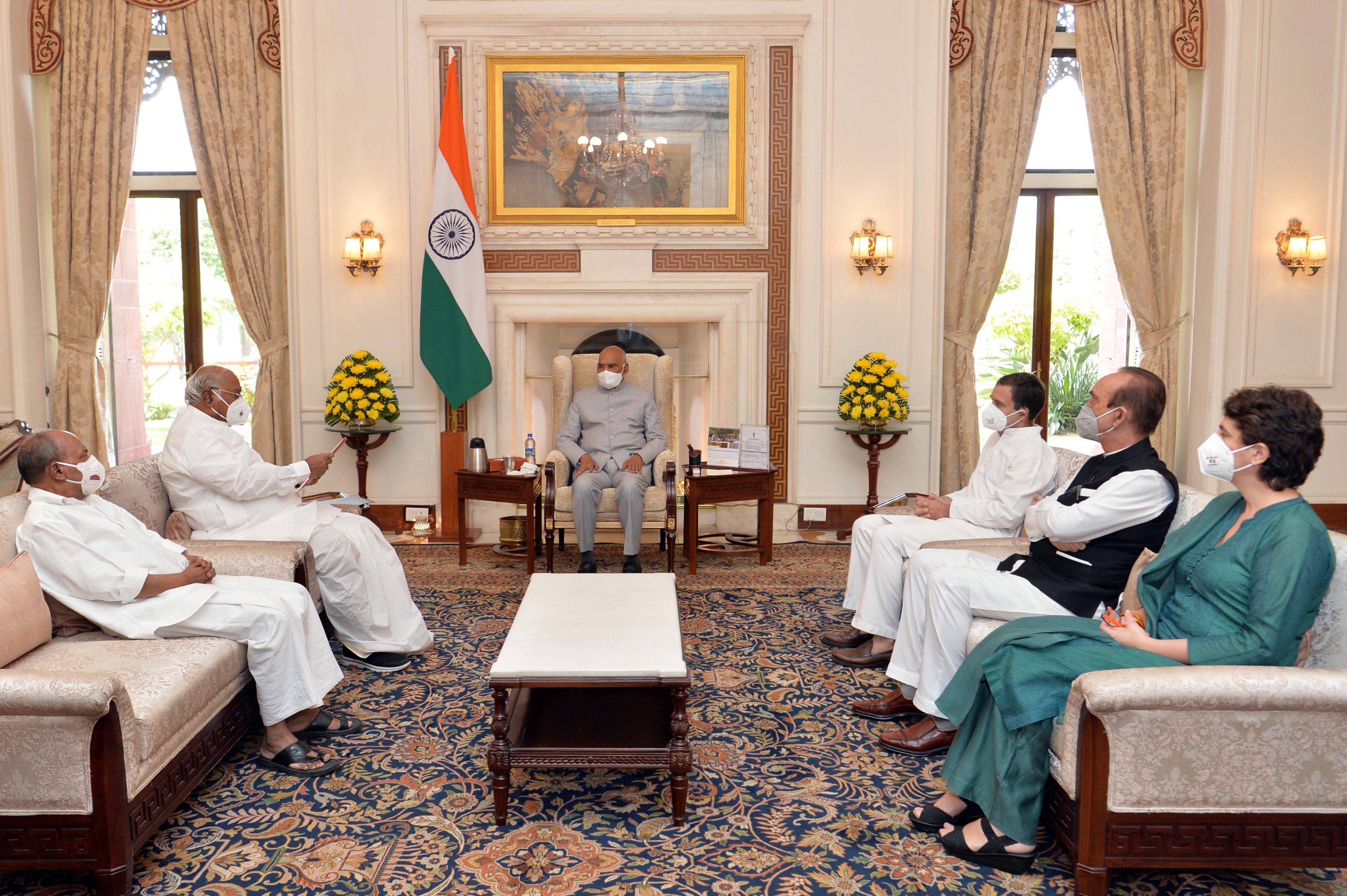 राष्ट्रपति से मिला कांग्रेस का प्रतिनिधिमंडल, अजय मिश्रा की बर्खास्तगी की मांग